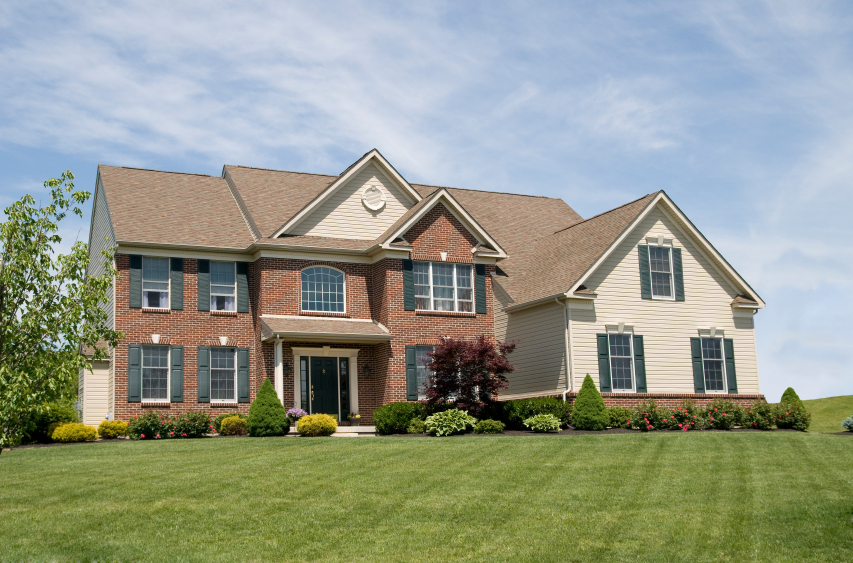 Front view of a big house with a large yard | Residential closing attorney Eileen Marsh, NYC