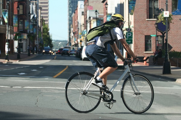 Male bicyclist in New Jersey - Safety Tips